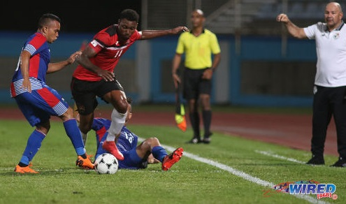 Photo: Trinidad and Tobago forward Nicholas Dillon (centre) runs at the Panama defence during friendly international action at the Ato Boldon Stadium in Couva on 17 April, 2018. ...(Copyright Chevaughn Christopher/Wired868)
