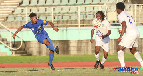 Photo: Shiva Boys Hindu College defender Matthew Beal (left) prepares to beat Presentation College (San F'do) goalkeeper Jabari Gray during Intercol South Zone semifinals action on 17 November 2017. (Courtesy Sean Morrison/Wired868)