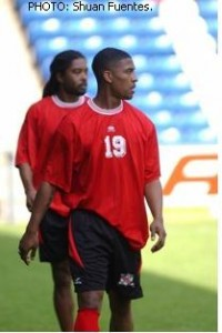 Andre Boucaud (Dwarika in the back) training with the T&T team.