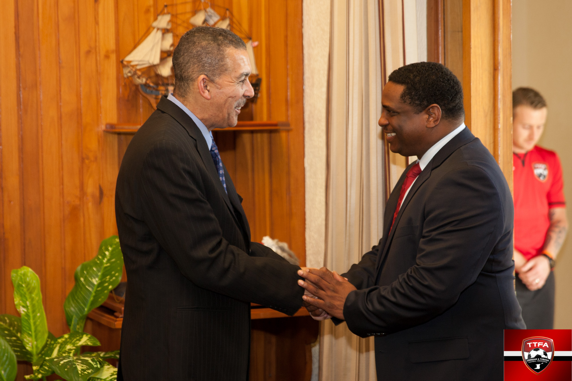 Sheldon Phillips meets with T&T President Anthony Carmona.