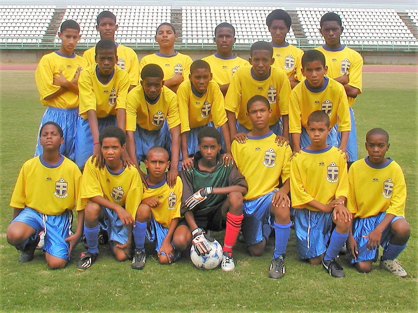 Kevon Cooper (middle row, extreme left) with FC Santa Rosa's Under-15 team in 2003.