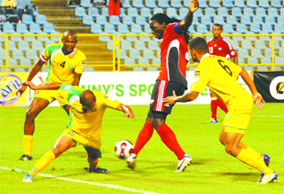 Jones tripple teamed. (Photo: T&T Express).