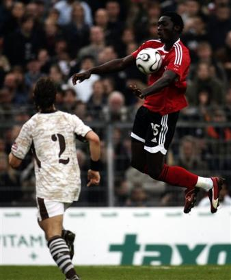 Flying Kenwyne Jones