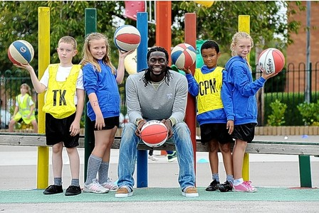 Kenwyne Jones with Newstead Primary School pupils