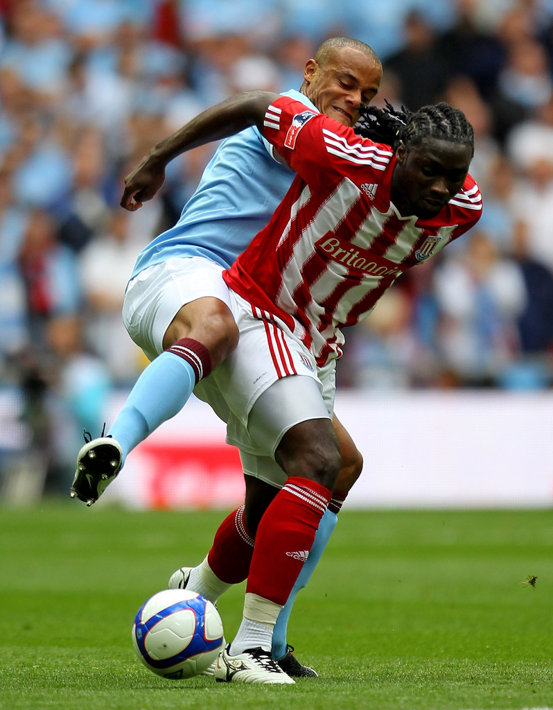 Kenwyne Jones battles with Vincent Kompany