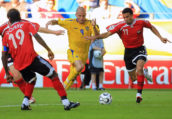 #11 Carlos Edwards vs Sweden's Freddie Ljungberg
